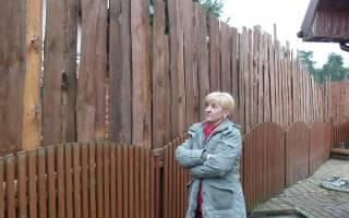 Глухой забор между дачными участками